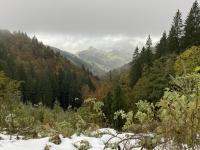 Lichtblicke im Tal erkennbar