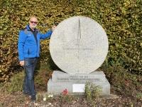 2020 10 25 Gmünd 15 Meridian Gedenkstein an der Bundesstrasse