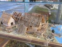 Pfahlbautenmodell beim Unesco Pavillon