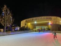 Konzertmuschel mit Eislaufplatz