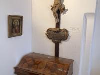 Barockzimmer mit Kruzifix von M Guggenbichler