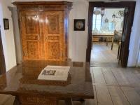 Holzdiele mit Hallenschrank