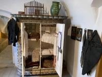 Jahreszeitenkasten in der Schlafkammer