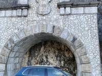 Parken gegenüber Löwendenkmal am Traunsee