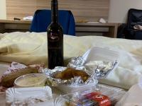 Coronabedingtes Abendessen im Hotelzimmer