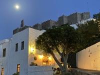 2021 05 24 Patmos Mond über dem Kloster in Chora