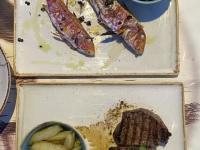 2021 05 26 Leros Abendessen Mylos Red Mullet Fisch für Jutta Filetsteak für Gerald