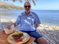 2021 05 26 Leros Kleines Mittagessen mit traditionellen Würsten