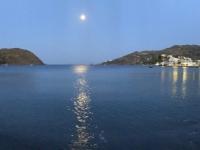 2021 05 25 Patmos Mond geht wieder perfekt beim Abendessen auf