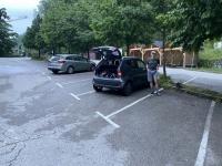 Der Parkplatz ist nach dem Unwetter in der Nacht leer