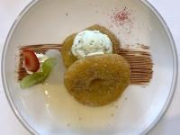 Dessert Apfel Fritters mit Pistazien Eis