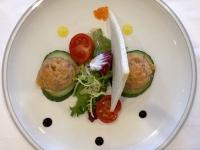 VS Räucherlachstatar mit gemischten Salat