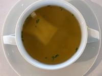Suppe Gemüsebouillon mit Ricotta Tortellini