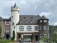 2021 08 19 Fahrt von der Burg Eltz durch Schloss