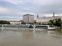2021 08 26 Linz Donauufer mit zweitem Amadeusschiff