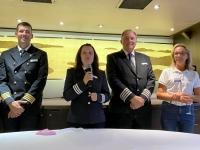 Kapitän Kreuzfahrtdirektorin Hotelmanager Kollegin Dagmar Puchner beim Willkommenscocktail