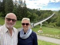 Hängebrücke Santa Lucia beim Ortstafel fotografieren