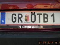 2014-03-21-wunschkennzeichen-mit-fcbayern-tafelhalterung-hinten