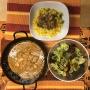 2020 05 20 AE Tandoori Hühnchen auf Safran Gemüsereis und gem Salat