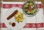 2020 12 14 Käsekrainer mit Erdäpfelspalten und Blattsalate