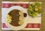 2021 01 10 Rindfleisch auf Burgunder Art mit Serviettenknödel Nockerl und gemischten Salat