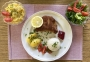 2021 04 04 Cordon Bleu mit Reis und Kartoffeln sowie Blattsalate