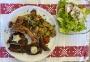 2021 04 11 Grillteller vom Schwein mit Ofenkartofferl Gemüse und Blattsalat