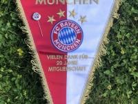 2020 06 29 Silberne Ehrennadel und Wimpel für 20 Jahre Mitgliedschaft beim FC Bayern München
