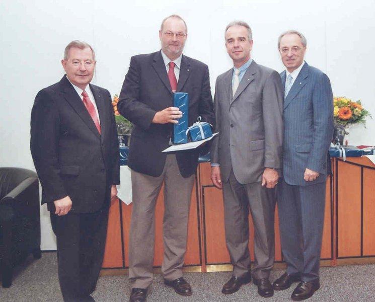 2008 07 07 Ehrenurkunde der Wirtschaftskammer OÖ für 25 Jahre RLB OÖ mit GD Dr. Ludwig Scharinger