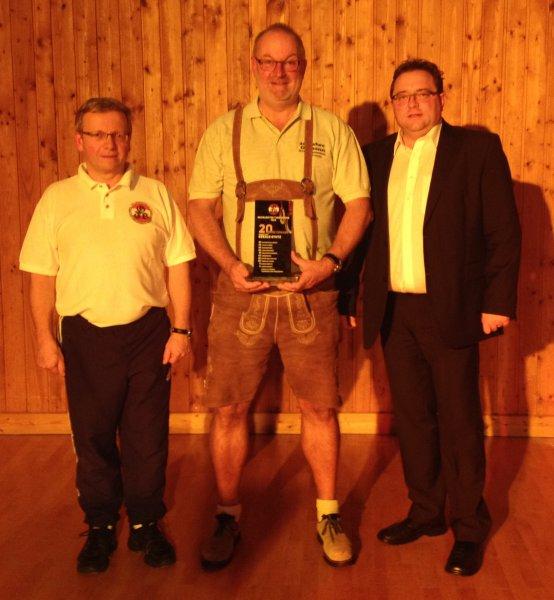 2014 12 06 Julschauturnen Glasschild als Geschenk für 20-jährige Obmannschaft vom Turnverein