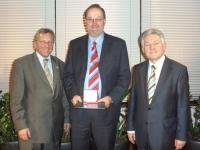 2007 03 29 Landessportehrenzeichen des Landes OÖ in Gold mit LH Dr. Josef Pühringer und Union-Präs. Gerhard Hauer