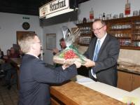 2010 03 25 Ehrenmitglied ÖTB Neumarkter Turnverein bei JHV_Brettljause neues Ehrenmitglied Obmann Gerald Stutz