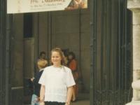 1996-05-25-firmung-karin-in-salzburg-vor-eingang-zum-dom