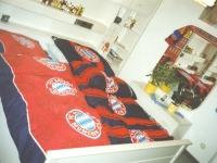 2002 03 01 FC Bayern München Schlafzimmer mit Spiegel