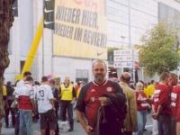 2004-09-18-borussia-dortmund_fcb-2_2-stutz-vor-dem-stadion