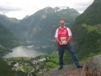 2008-07-20-fcb-magazin-am-geirangerfjord-norwegen