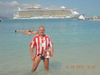 2013-03-12-fcb-magazin-in-haiti-vor-dem-größten-kreuzfahrtschiff-der-welt