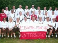2014-07-03-gründungsfeier-25-jahre-fanclub-natternbach-vorstand-mit-fahne