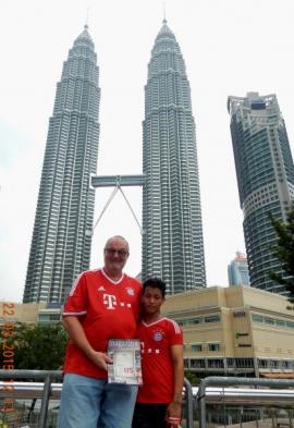 2015-03-22-malaysia-kuala-lumpur-petronas-twin-towers-mit-pakistani