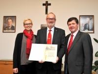 2016 12 14 Verleihung der Ehrennadel in Gold der Gemeinde Kallham durch Bgm Pauzenberger Fritz