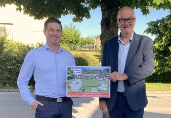 2021 06 22 Bürgermeister Neukirchen bei Lambach Andreas Obermayr mit Ortsschilder