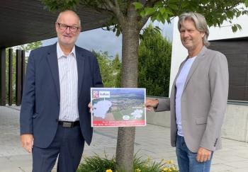 2021 06 22 Bürgermeister Redlham Wolfgang Kaiß MAS mit Ortsschilder