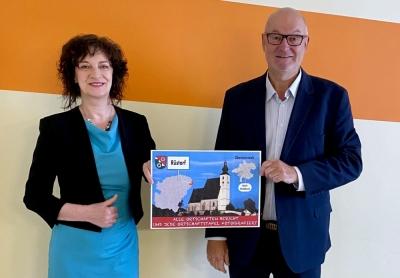 2021 05 17 Bürgermeisterin Rüstorf Mag. Pauline Sterrer mit Ortsschilder
