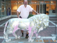 2005 08 19 W 083 Der Löwe mit den Händen
