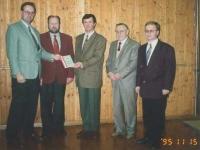 1995-11-15-uebergabe-oetb-dokumentation-an-gemeinde-kallham-bgm-pauzenberger