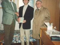 1995-11-17-übergabe-ötb-dokumentation-an-hs-neumarkt-dir-iglseder