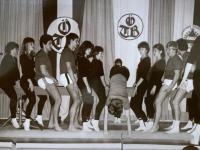 1980 12 06 Julschauturnen Schwebebalken Schlussbild