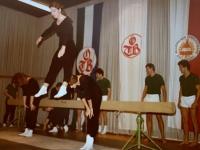 1980 12 06 Julschauturnen Schwebebalken