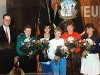 1994 04 08 JHV Turnerheim Obmannwechsel Dank an Buffetbetreiberinnen
