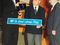 1994 10 08 Turnerheim Festabend 90 Jahre NTV Übergabe MR Dr Josef Lehner Platz 1